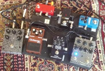 Si Poulton Pedalboard featuring Cog Effects Custom Knightfall 66 Bass Distortion, T-65 Octave, Boss OC-2, MXR Envelope Filter, TC Polytune and TC Flashback
